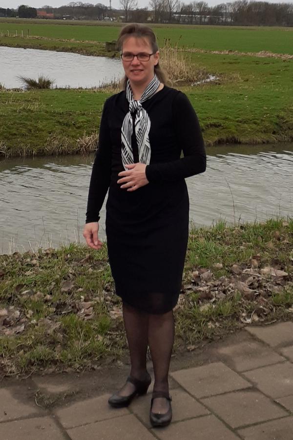 Agnes Hakkert - van Kalkeren, Medewerkster in de bediening